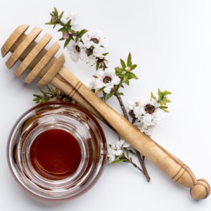 Manuka Honey. Honey, honey stick and real manuka flowers